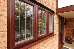 Остекление коттеджа деревянными окнами со стеклопакетами