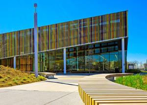 Терракотовый фасад библиотеки в Торонто