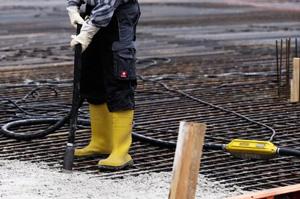Как выбрать погружной вибратор для бетона?