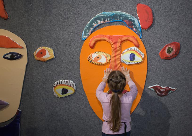 Инклюзивная выставка «Искусство быть вместе» в музее истории Выксунского металлургического завода
