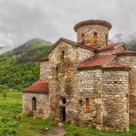 Средний Зеленчукский храм в Нижнем Архызе (Республика Карачаево-Черкессия). Х в.