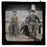 Группа мальчишек на улицах Тифлиса. Диапозитив Карла Элофа Берггрена