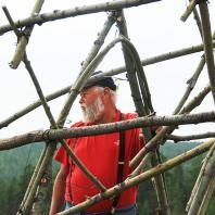 Николай Полисский на создании ленд-арт объекта «Священный табун мифических лошадей»