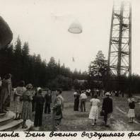 24 июля 1935 г. в парке Кирова в Ижевске открылась первая в УАССР парашютная вышка