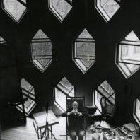 К.С. Мельников в мастерской собственного дома в Кривоарбатском переулке © Henri Cartier-Bresson /Magnum Photos, courtesy Fondation HCB, Martine Franck, 1972