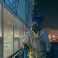«Эволюция – 2». Миша Most. «Артмоссфера». «Арт-овраг» 2017. Фасад промышленного комплекса «Стан-5000» Выксунского металлургического завода. Фото: Кирилл Макаров