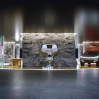 Кухня: Дизайнер-декоратор Диана Балашова: «Я подумала, что если сделать пол с принтом, то он отразится в зеркале и остров пропадёт, только одна столешница остаётся левитировать в пространстве».