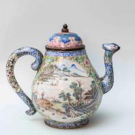 Сосуд для вина. Китай. Мастерские Гуанчжоу. Начало периода Цяньлун (1738-1795). Металл, эмаль, роспись. Из коллекции ГМВ