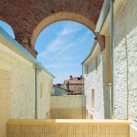 """Проект-финалист Tile of Spain Awards of Architecture and Interior Design 2016 года: Номинация """"Архитектура""""/ Проект реставрации двух жилых домов в городе Оропеса (провинция Толедо), авторы: студия Paredes Pedrosa"""
