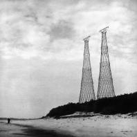 Гиперболоидные опоры линии электропередачи через Оку, возведенные в 1927–1929 годах. Инженер Шухов В.Г. Фотография 1988 г.