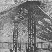 Строительство овального павильона с сетчатым стальным висячим покрытием для Всероссийской выставки 1896 года в Нижнем Новгороде. Инженер Шухов В.Г., фотография А.О. Карелина, 1895